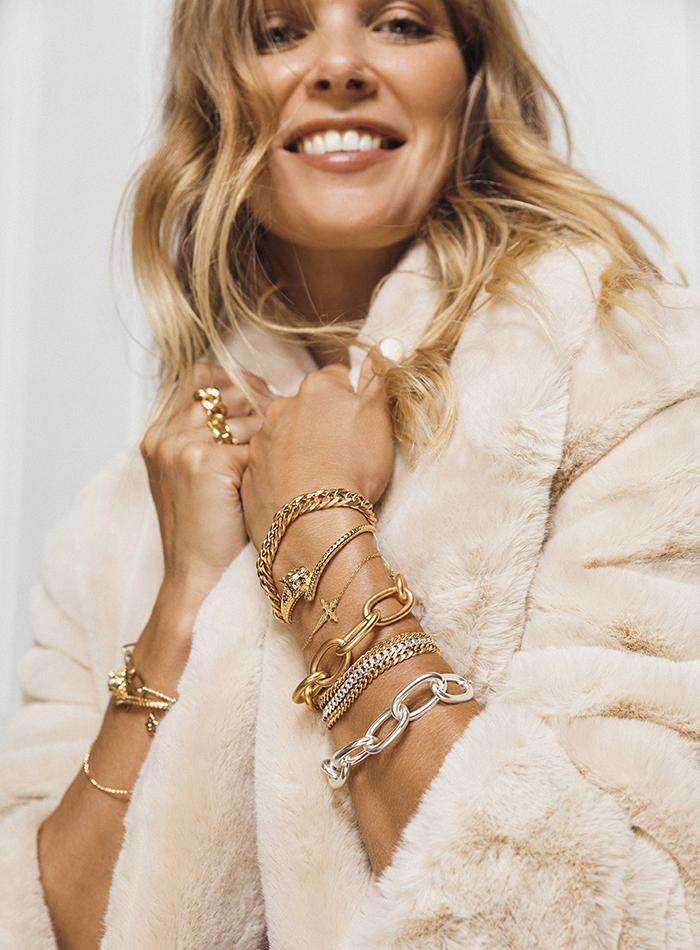 Jewels chaines gold silver bracelets rings coat MYA BA